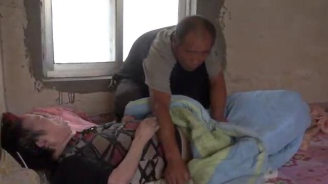 奇迹!他照顾植物人妻子10年,终唤醒