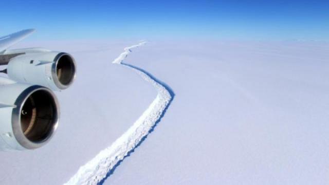 史上最大冰山脱离南极,画面震撼
