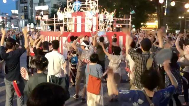 日本夏日祭唱最炫民族风,现场嗨翻