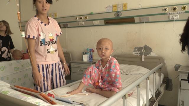 心酸!5岁女孩患恶性肿瘤,头部变形