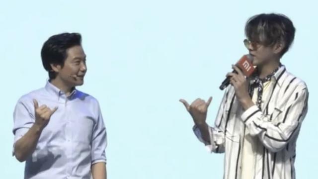 雷军跟吴亦凡现场学嘻哈,被赞有范