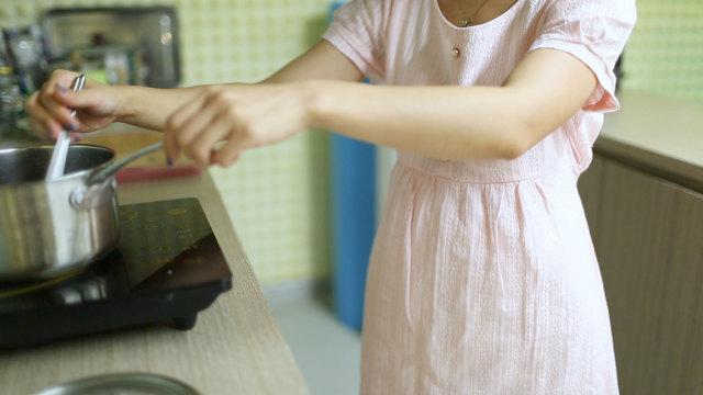孕妈妈该以什么姿势煮饭?