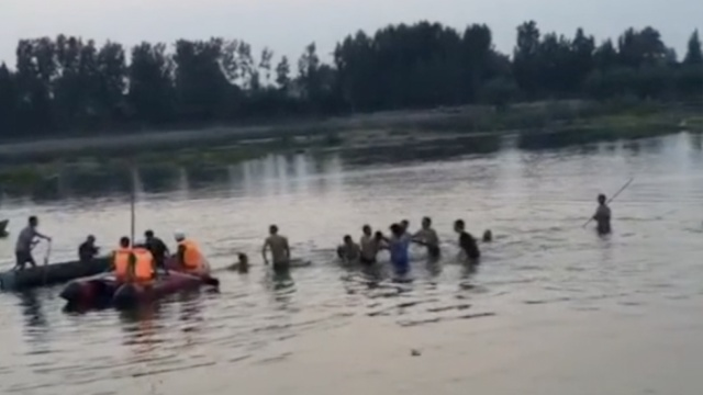 13岁男孩落水小伙救人,双双溺亡