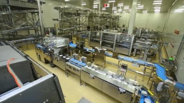 日本盒饭生产工厂,一个人也没有!