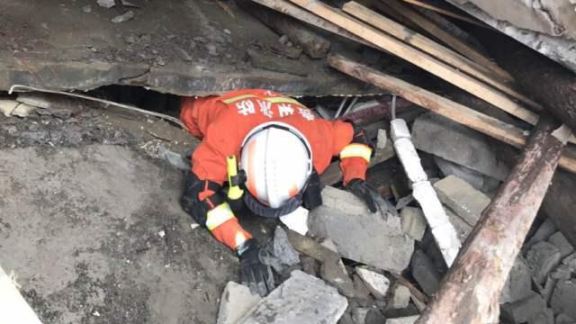 贵州纳雍山体滑坡2死25失联,救援中