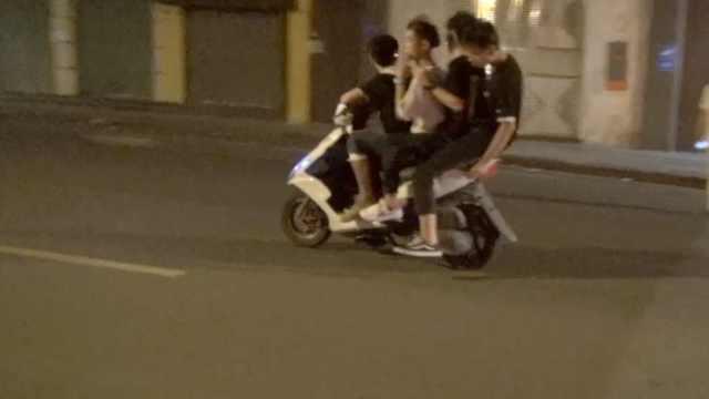 他们骑改装摩托耍酷,称警察追不上