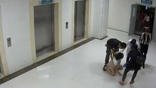 产妇坠楼:主管医生和护士暂停工作