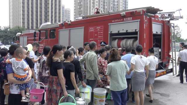 重庆万人用水告急,消防车紧急送水