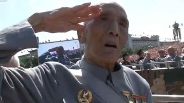 还记得这个百岁老兵吗?他去世了