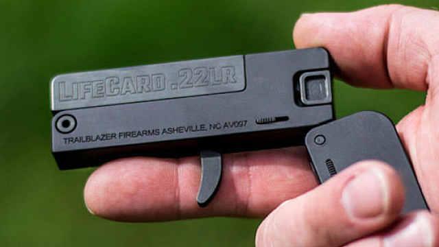 这个新型折叠手枪只有信用卡大小