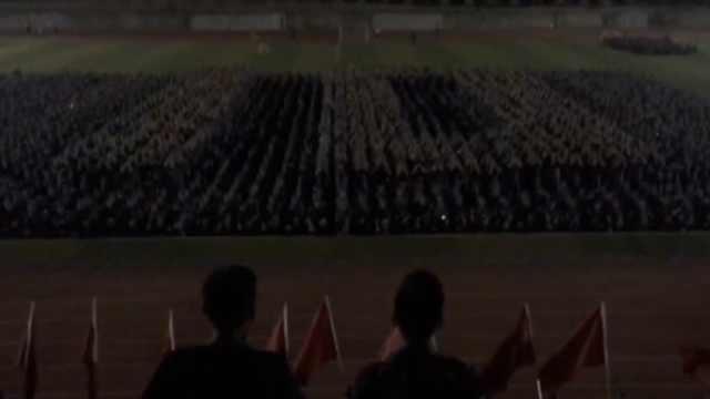 太牛!2千军训学生摆阵,人海倒计时