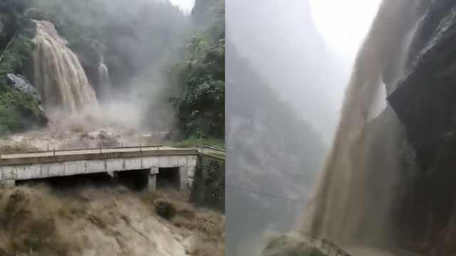 重庆城口山洪暴发,倾泻而下像瀑布