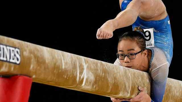 华裔女孩体操夺冠,2岁被收养赴美