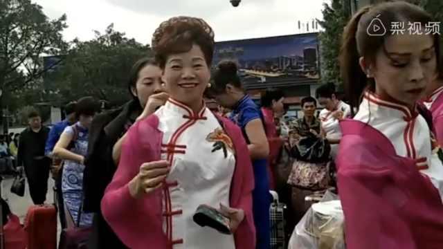 厉害重庆阿姨!组团香港参加旗袍赛