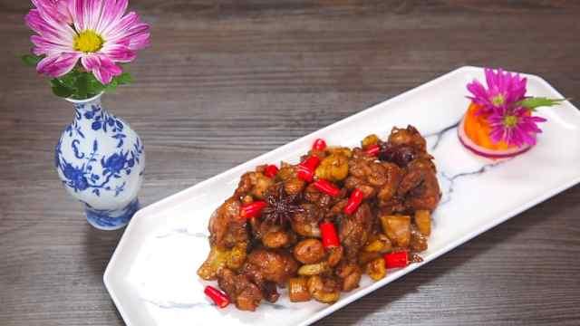 板栗焖鸡,鲜滑香甜