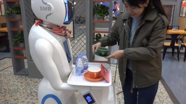 又被抢饭碗!咖啡厅引进机器人送餐