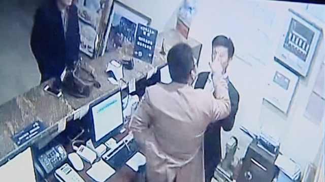 被疑身份证非本人,醉酒男打倒前台