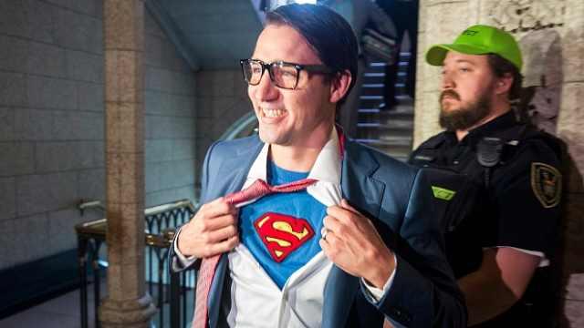 加拿大帅哥总理,万圣节扮超人