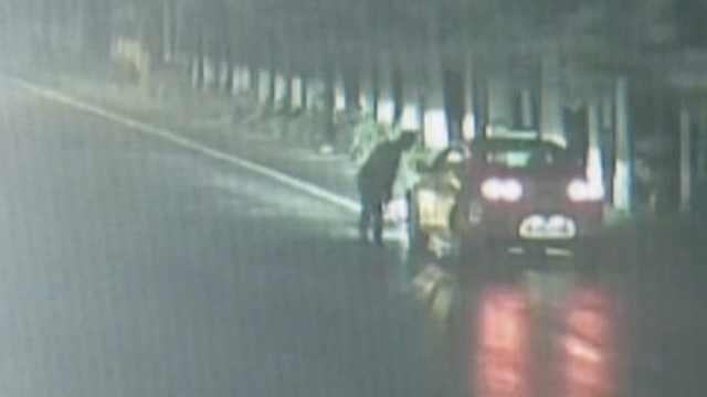 2男子发现司机醉驾,碰瓷不成报警