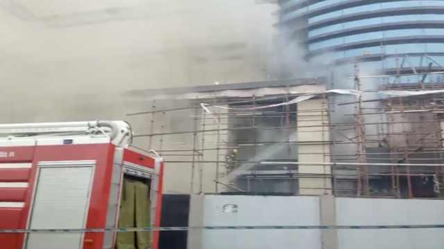 长春火车站旁商城起火,浓烟冲天