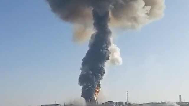 山东一润滑油厂发生爆燃,2人受伤