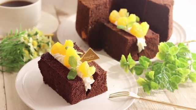又松又软的巧克力水果戚风蛋糕