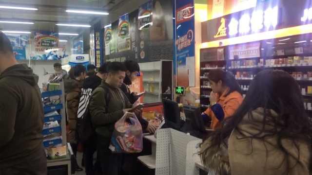 高校超市双12打折,学生搬空货架