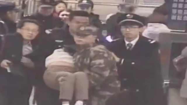 女子晕倒,武警