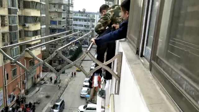 惊险!78岁老人失足,悬挂6楼窗外