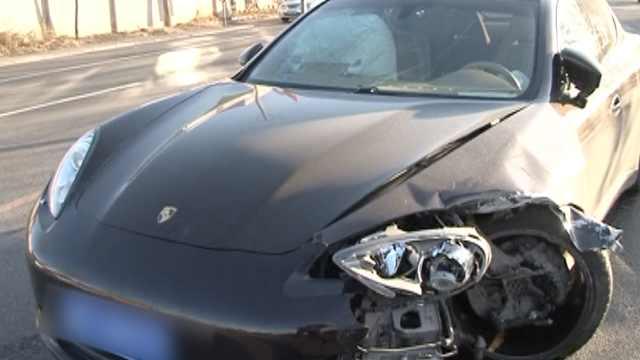 车被百万保时捷撞,车主一席话亮了