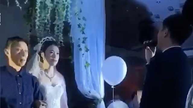 婚礼上新郎对新娘唱《丑八怪》?