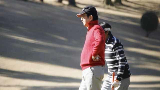 寒假一开始,安倍赶紧就约了高尔夫