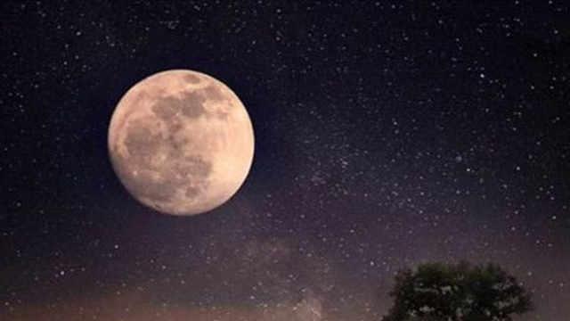为什么月球始终同一个面朝向地球?