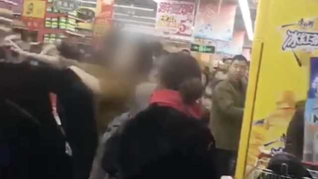 排队结账起争执?4女子超市内厮打