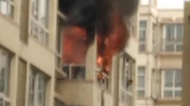 民房起火,75岁户主救火时中毒身亡