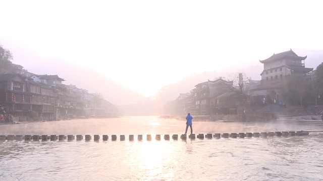 晨雾中的凤凰古城,你看一眼能飞仙