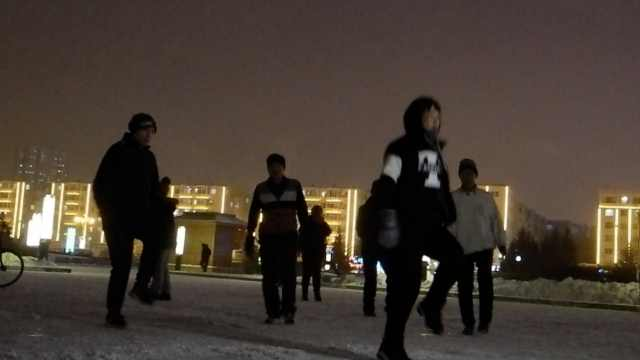 炫!雪地当舞台,市民踏冰跳曳步舞