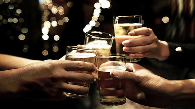 经常出没酒局真的只是单纯爱喝酒?