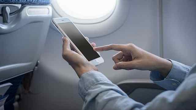 飞机上玩手机?东航海航:即将开通