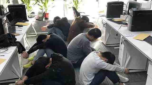 特警千里押解29名电信诈骗犯回川