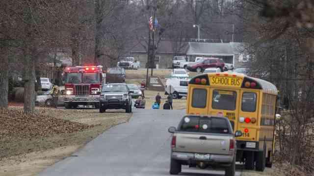 美高中枪击案2死17伤,枪手仅15岁