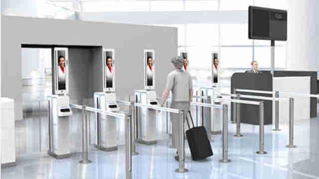 """青岛新机场过安检,主要靠""""刷脸"""""""