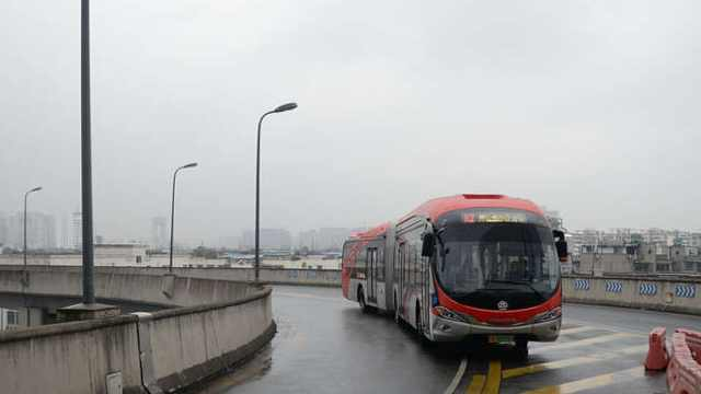 成都一批纯电动公交车上路了