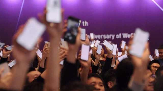 微信壕年会:每人一台定制版iPhoneX
