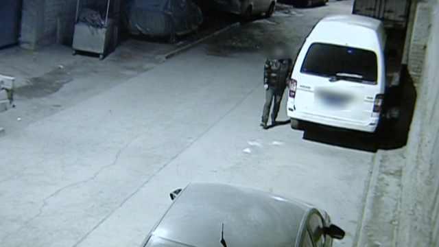 手欠!男子找不到停车位,划车泄愤
