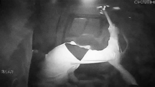 大客车撞隧道,男子见义勇为遭锤击