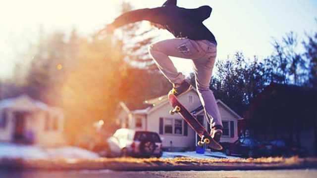 街头酷炫花式双翘滑板秀