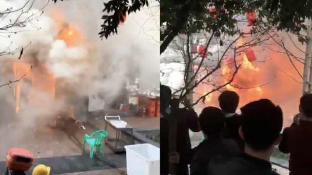 烤鱼店突发大火,火势迅猛浓烟滚滚