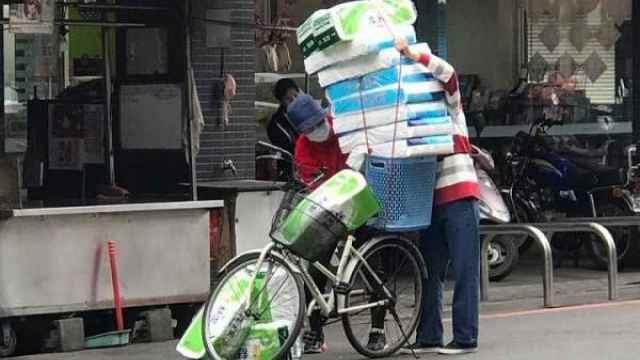 卫生纸涨价台湾人疯抢,如世界末日