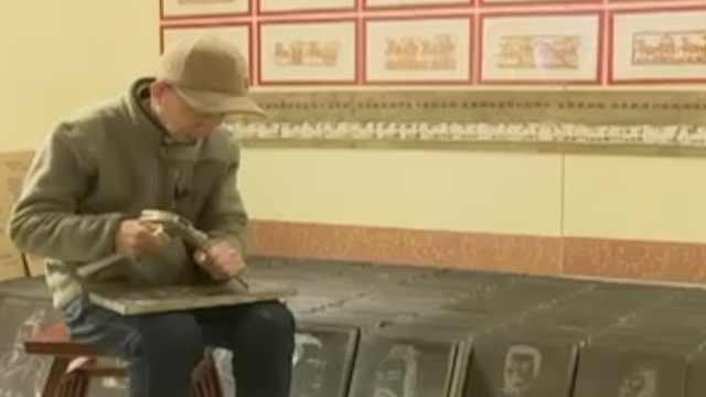 退休教师20年手工雕刻536个名人像